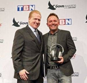 SoundExchange President and CEO Michael Huppe (left) presents GRAMMY(R) award-winning contemporary Christian artist Chris Tomlin with the SoundExchange Digital Radio Award on October 11 during the 47th Annual Gospel Music Association (GMA) Dove Awards. SoundExchange honors recording artists with its Digital Radio Award once they amass more than one billion streams on the 2,800 digital radio services with whom they partner. (Photo by Kayla Schoen for SoundExchange). (PRNewsFoto/SoundExchange)
